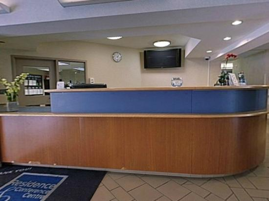 Residence & Conference Centre - Kitchener-Waterloo: Lobby/Front Desk