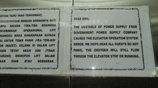 JE Meridien Hotel: Comical warning in the lift