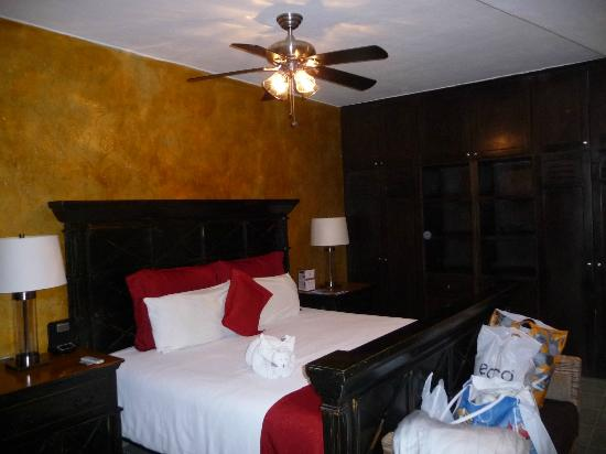 Hacienda Paradise Boutique Hotel by Xperience Hotels: MS room. (2-rooms, large and comforatble)