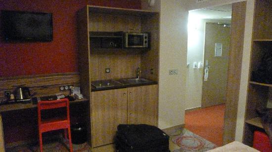 Quality Suites Lyon Confluence : coin cuisine