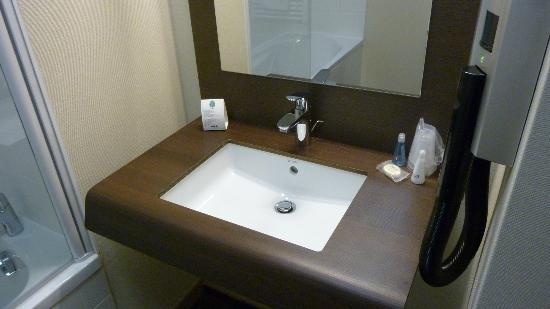 Quality Suites Lyon Confluence : salle de bain