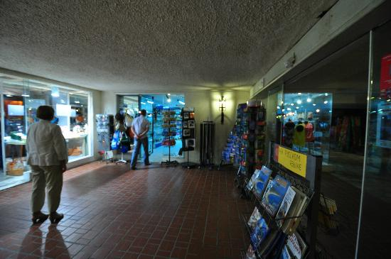 Athos Palace Hotel: Shops on the ground floor, Athos Palace, Sept 2012