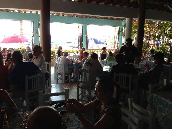Restaurante del mercado del mar.: OSO´S SUNDAYS FARMERS MARKET