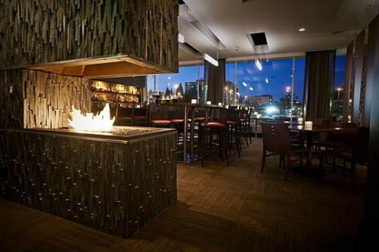 H5O bistro & bar - the bar