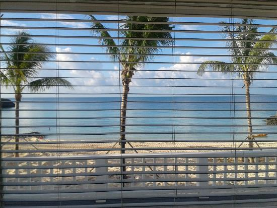 Gregory Town, Eleuthera: Cove/ocean view from inside my room