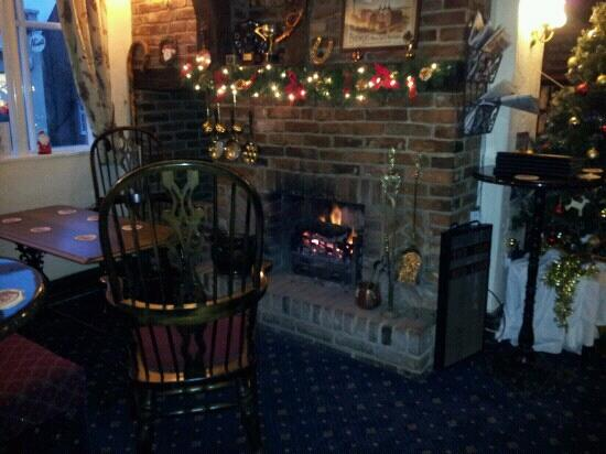 Ye Olde Red Lion Hotel, Market Bosworth: coal fire in the pub is great