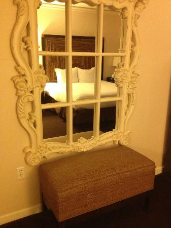 Kimpton Solamar Hotel: pretty decor in the room