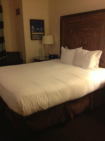 Kimpton Solamar Hotel: comfy king bed