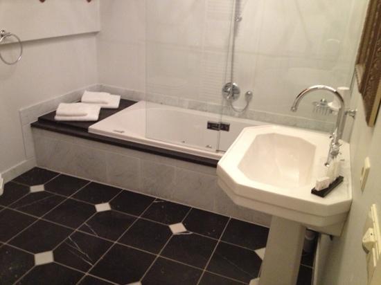 Villa Veertien: bathroom - luxury!