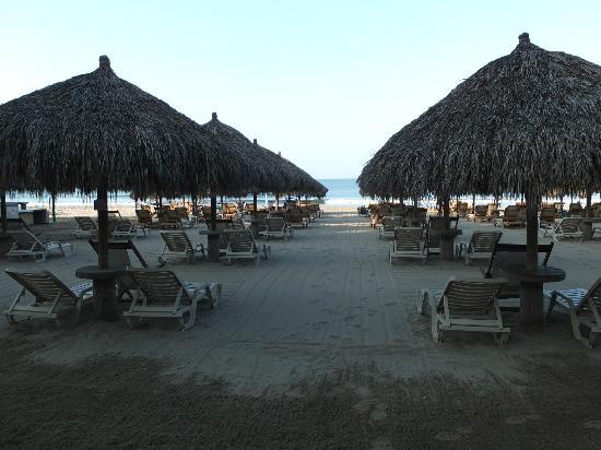 Paradise Village Beach Resort & Spa: Beach at sunset