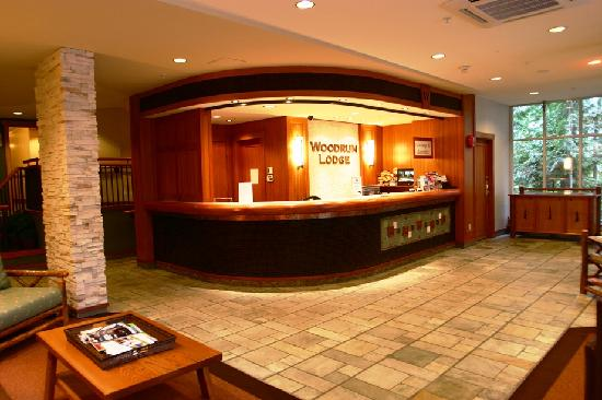 Woodrun Lodge: Front Desk