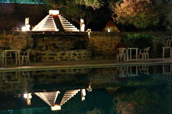 Piramide Inn : juego de luces