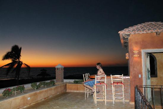 Villa Santa Cruz: Rooftop sunset each night