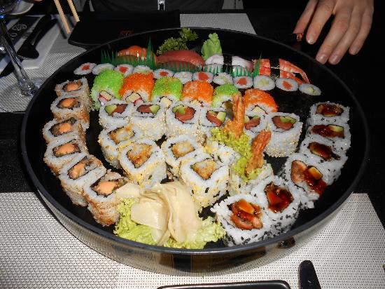 Okurama Japanese Cuisine & Lounge: sushi misto piatto C, 48 pezzi, 35 euro