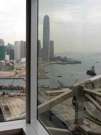 رينيسانس هونج كونج هاربور فيو هوتل: Harbor view from my room to Kowloon side 