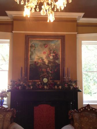 Zeigler House Inn: mantel in Livingroom