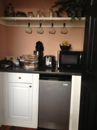 Zeigler House Inn: kitchenette Versailles Suite