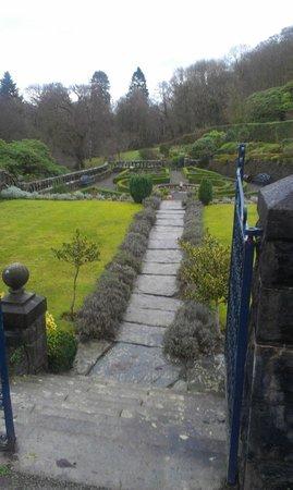 بينميشنوف هول هوتل: Front garden - tidy! 