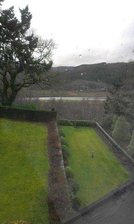 Penmaenuchaf Hall: Garden & river beyond