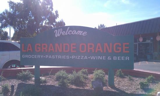 La Grande Orange Grocery: Exterior