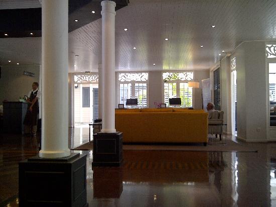 LUX* Saint Gilles : LUX Reception desk
