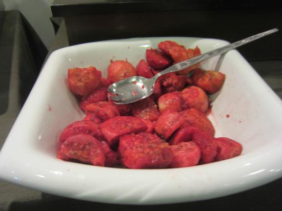 Sonesta Hotel Cusco: Mushy cactus pear for breakfast