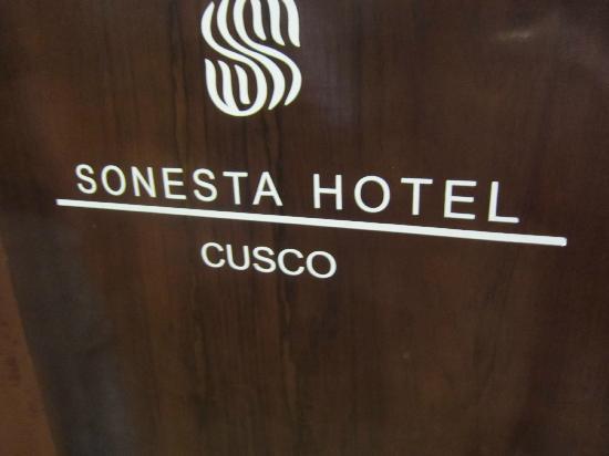 Sonesta Hotel Cusco: Sonesta sign