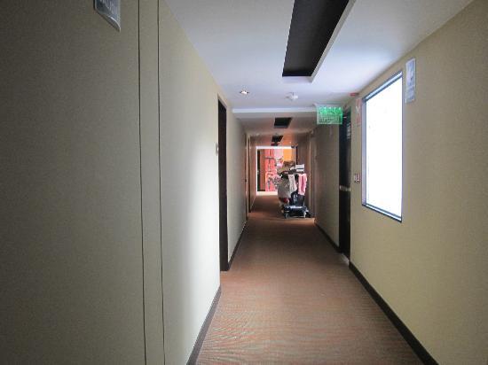 Sonesta Hotel Cusco: Dark hallway.