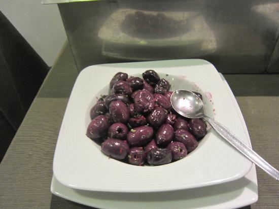 سونيستا هوتل كوزكو: Olives at breakfast
