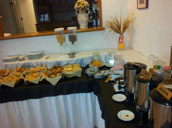 Hotel Salerno: Desayuno bien completo
