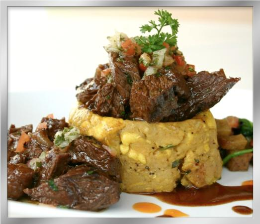 Calizo Restaurant: churasco al fuego con mofongo