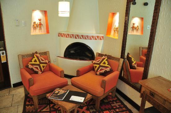 SUMAQ Machu Picchu Hotel: Fireplace