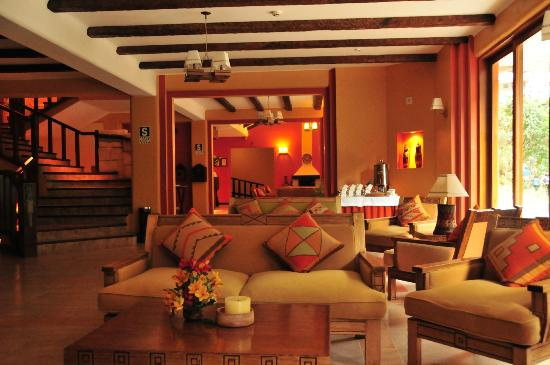 SUMAQ Machu Picchu Hotel: The lounge and reception area