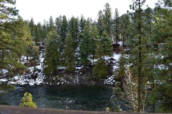 Alpine Rivers Inn: View from our 1st floor unit balcony