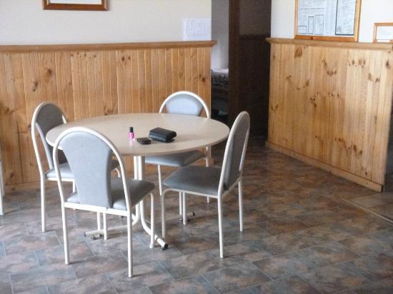 Augusta Sheoak Chalets: Dining Area