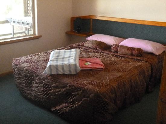 Augusta Sheoak Chalets: Main Bedroom
