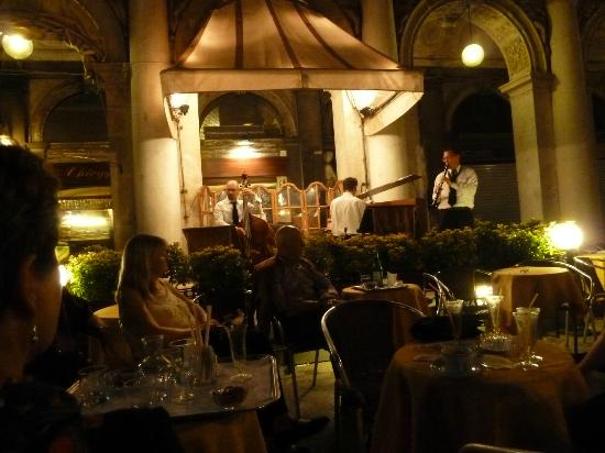 Palladio Hotel & Spa: In Venice square at night