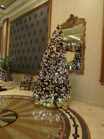 The Langham: Christmas tree in lobby