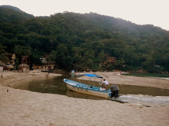 Costa Sur Resort & Spa: Last water taxi from Yelapa... 5:45 pm departure
