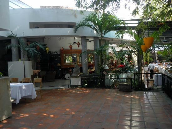 Costa Sur Resort & Spa: Beautiful Jazz club & Restaurant on the river in PV