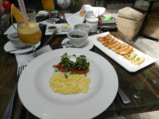 The Guest House at Fallen Angel: Breakfast