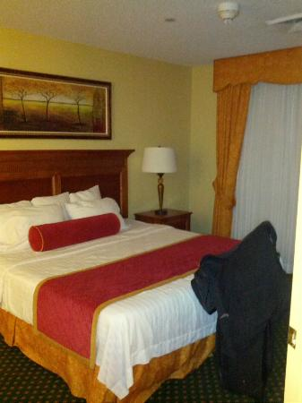 Residence Inn Joplin: The wonderfully comfortable bed!
