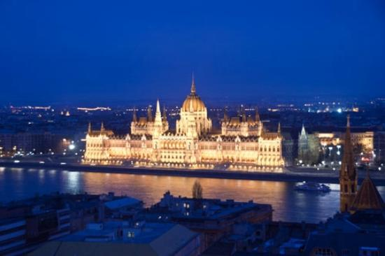 Hilton Budapest - Castle District: Parliment Building