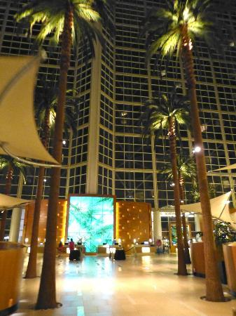 Hyatt Regency Orange County: It is HUGE inside the Lobby and mind blowing!!!