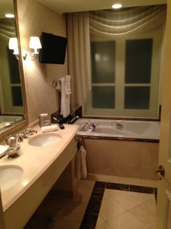Hermitage Hotel: bathroom, separate shower and tub.