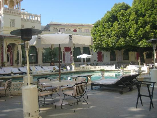 Shiv Niwas Palace: Another view of the pool area
