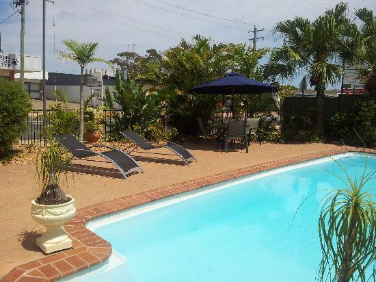 Econo Lodge Fraser Gateway: pool area