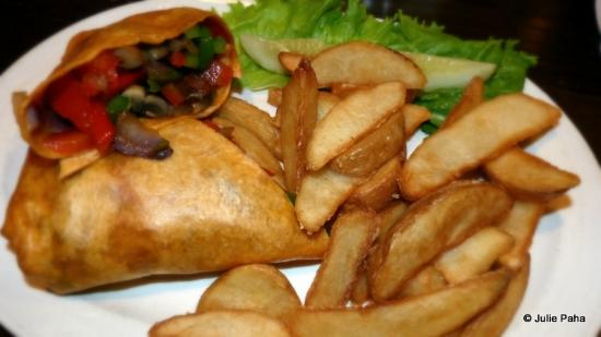 Irish Cottage Boutique Hotel: Veggie wrap and chips.