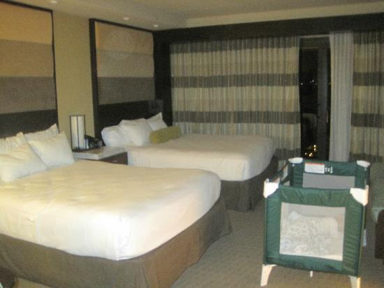 Disney's Contemporary Resort: Great room- comfy beds