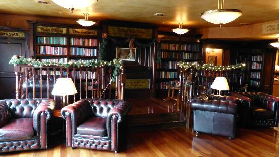 Irish Cottage Boutique Hotel: Yeats Library.